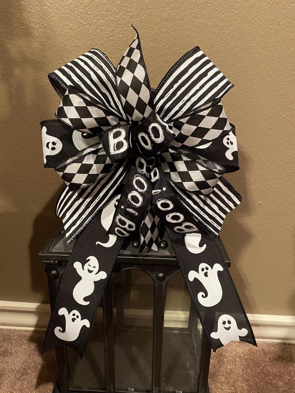 Black and white BOO wreath