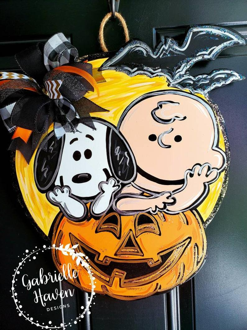 Snoopy, Charlie Brown And Peanuts Halloween wreath