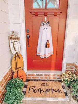 50+ Wickedly Fun Halloween Wreaths To Decorate Your Front Door