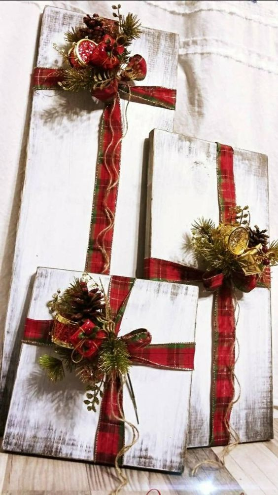 DIY Christmas outdoor decorations: Farmhouse Rustic Wood Faux Presents