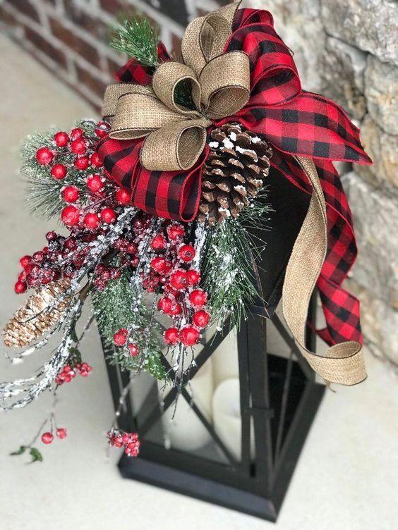 DIY Christmas outdoor decorations: Christmas Lantern Decor