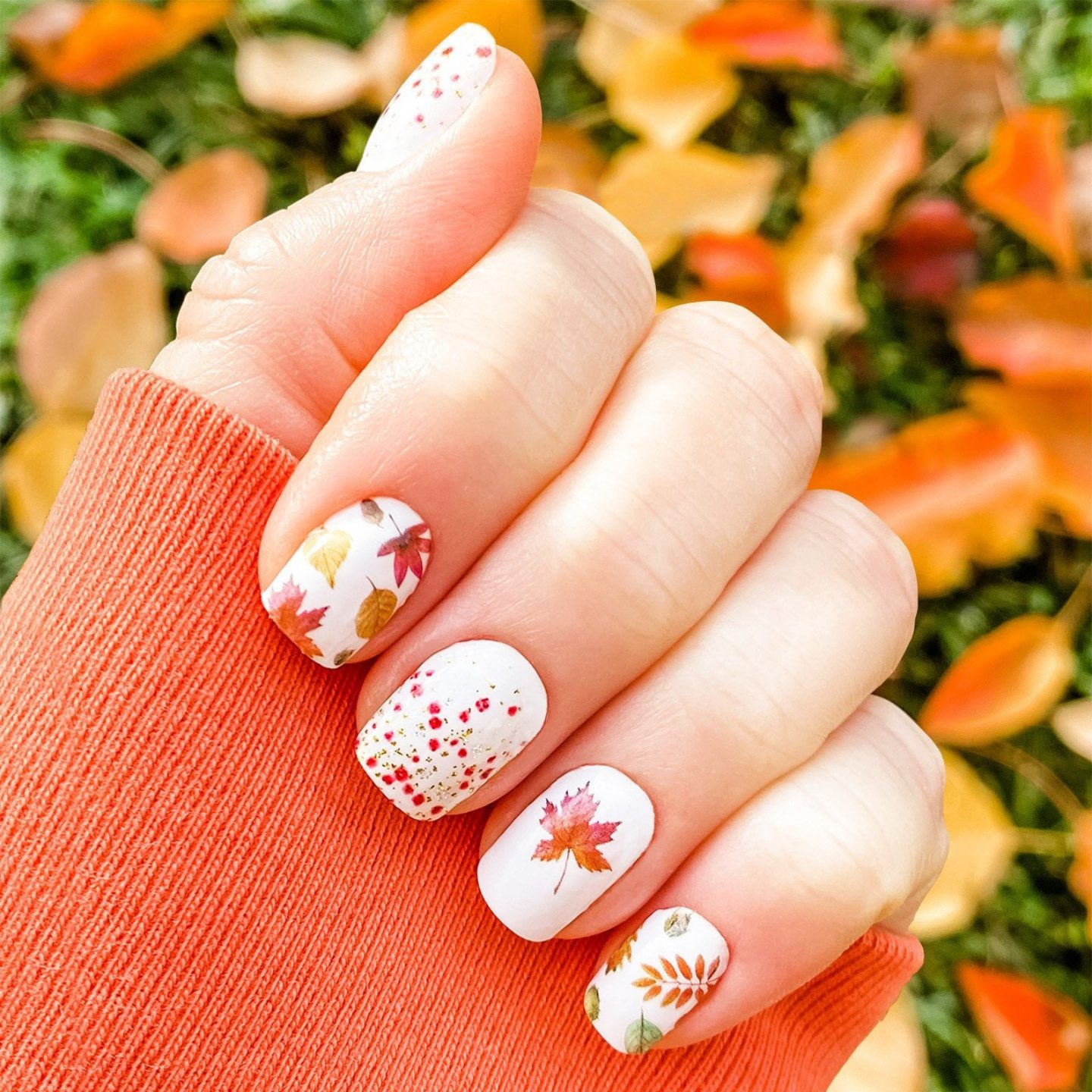Short Thanksgiving nails with fall foliage