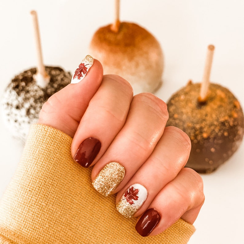Short brownThanksgiving nails with gold glitter