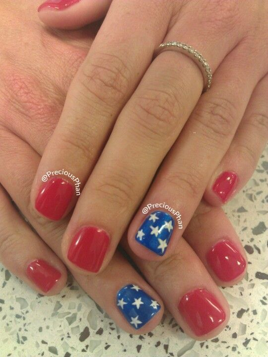 Short red and blue nails with stars