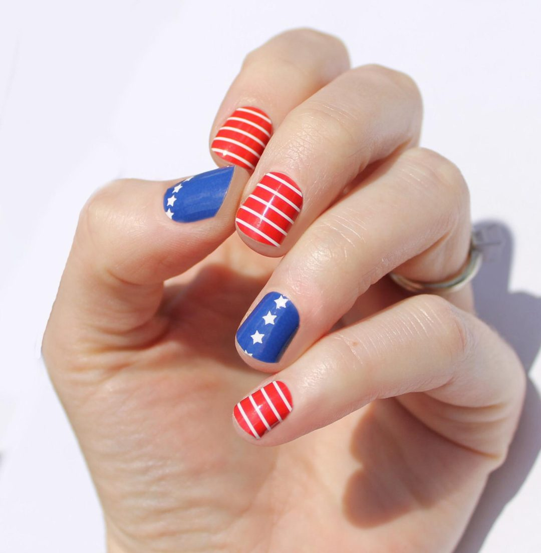 Short red and blue 4th of July nail wraps