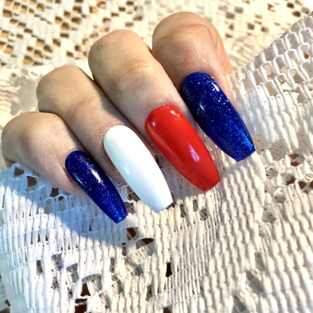 Long acrylic coffin nails with red, white and blue
