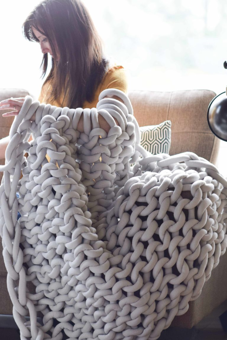 Unique crafts to make and sell: Chunky Knit Blanket