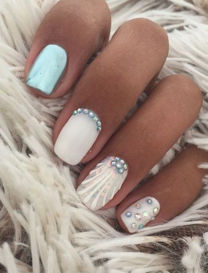 Cute summer nails: light blue and white beach nails with shell