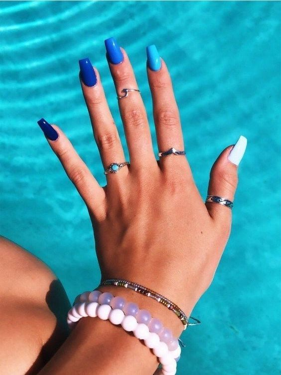 Blue ombre nails, or shades of blue summer nails