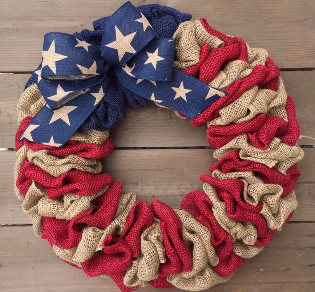 The best burlap 4th of July wreaths and burlap patriotic wreaths for summer
