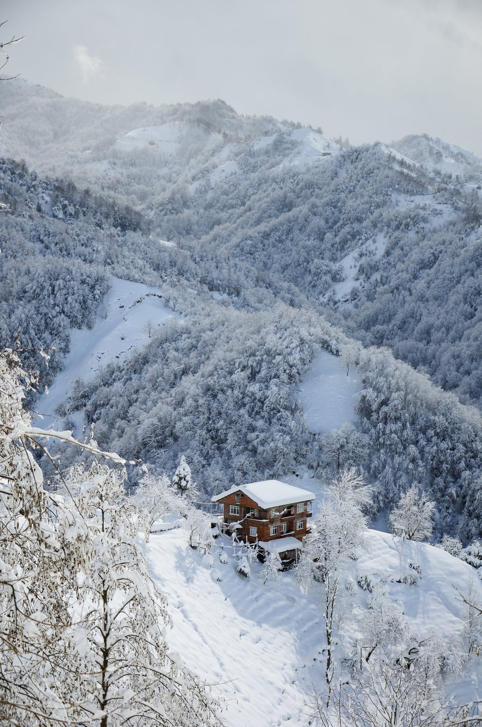 White winter wallpaper with snow and cottage, mountains and snow wallpaper