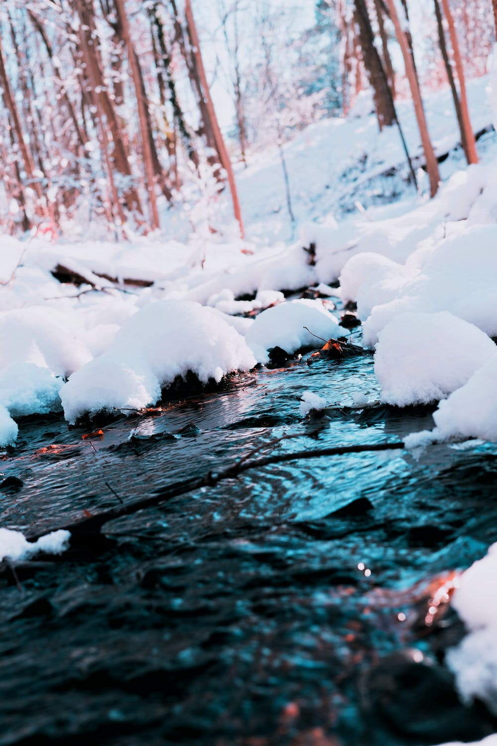Winter iphone wallpaper with snow and water