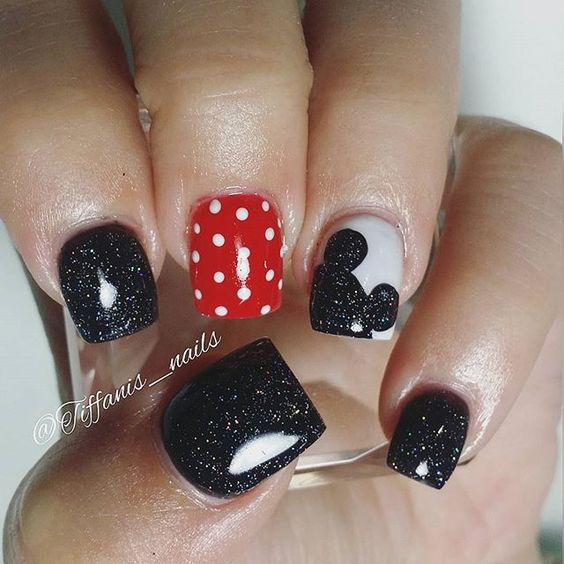 Short Disney nails with Mickey mouse