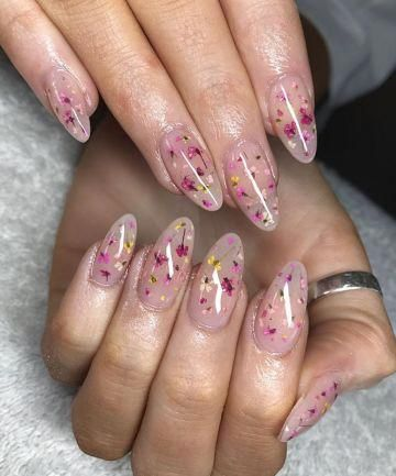 Cue=te acrylic floral nails