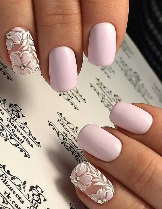 Short and light pink flower nails
