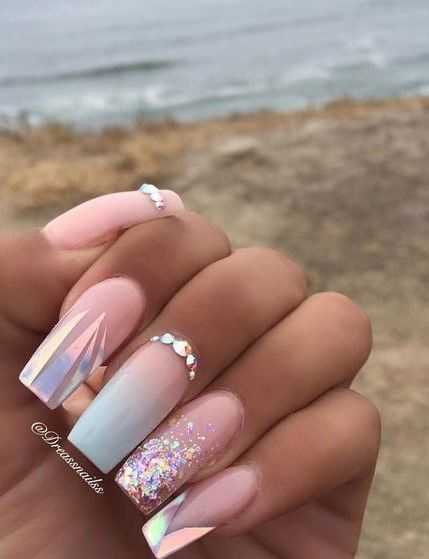 White and pink ombre nails with glitter