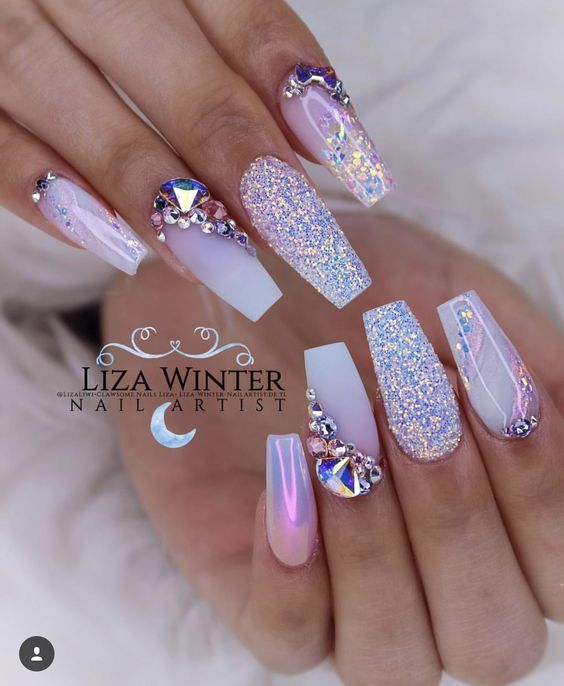 Light purple acrylic coffin nails with glitter