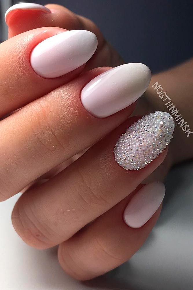 Light pink wedding nails for bride in almond shape