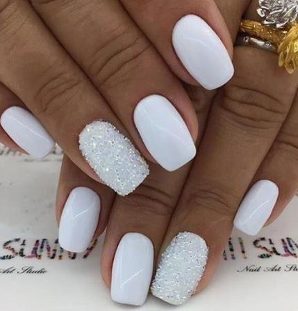 White short bridal nails with glitter