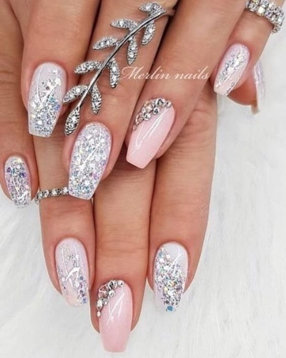 Short pink acrylic wedding nails for bride with glitter