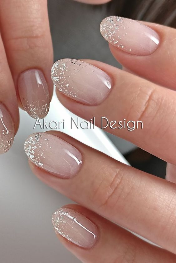 Short wedding nails for bride with glitter