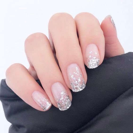 Short wedding nails for bride with silver glitter