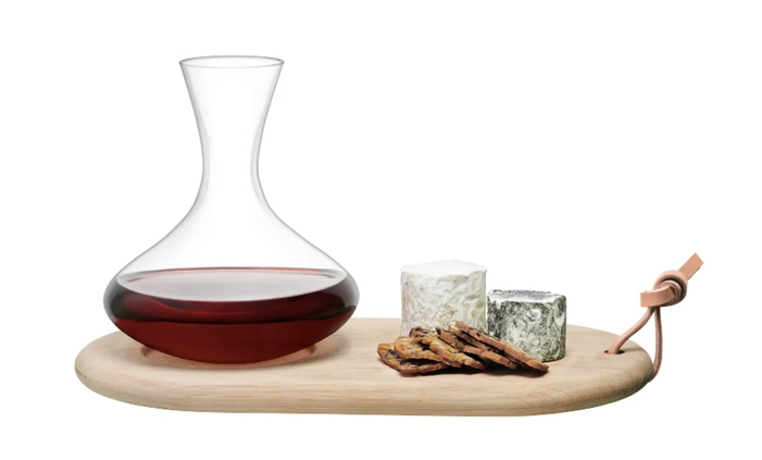 Best home gifts for the hostess: wine and cheese board