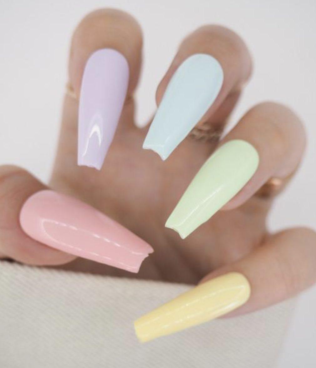 Pastel coffin nails