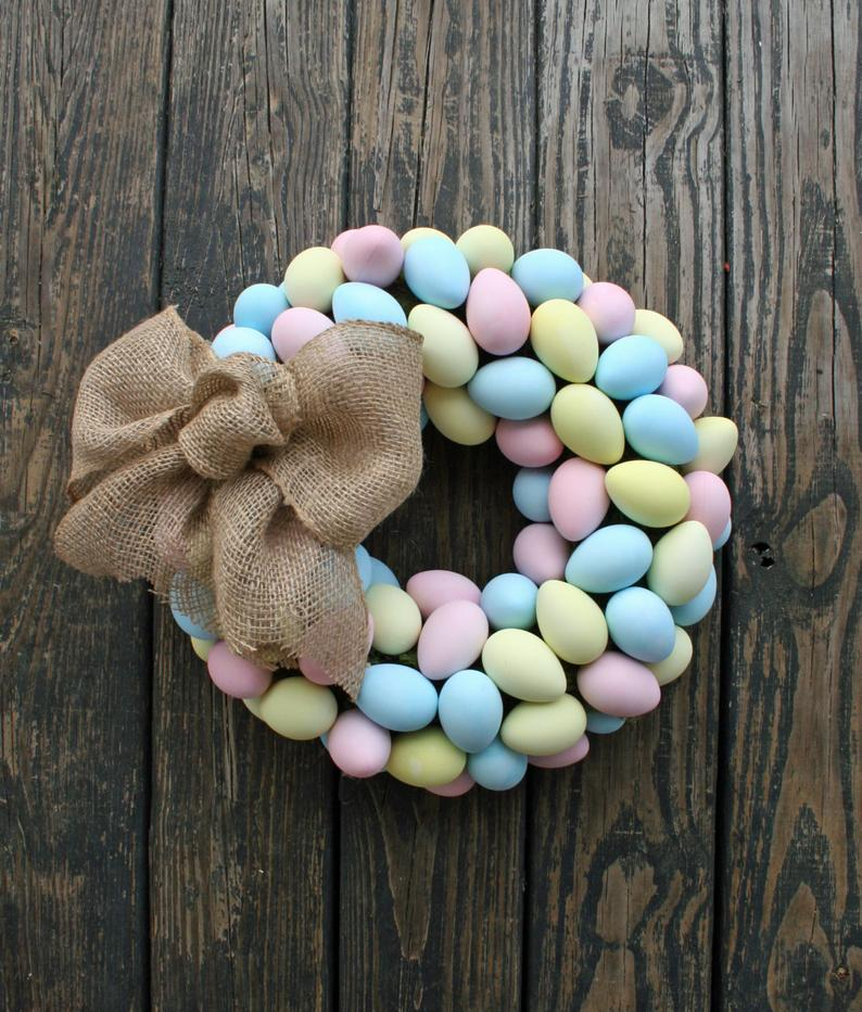 Easter wreaths with eggs - colorful egg wreath
