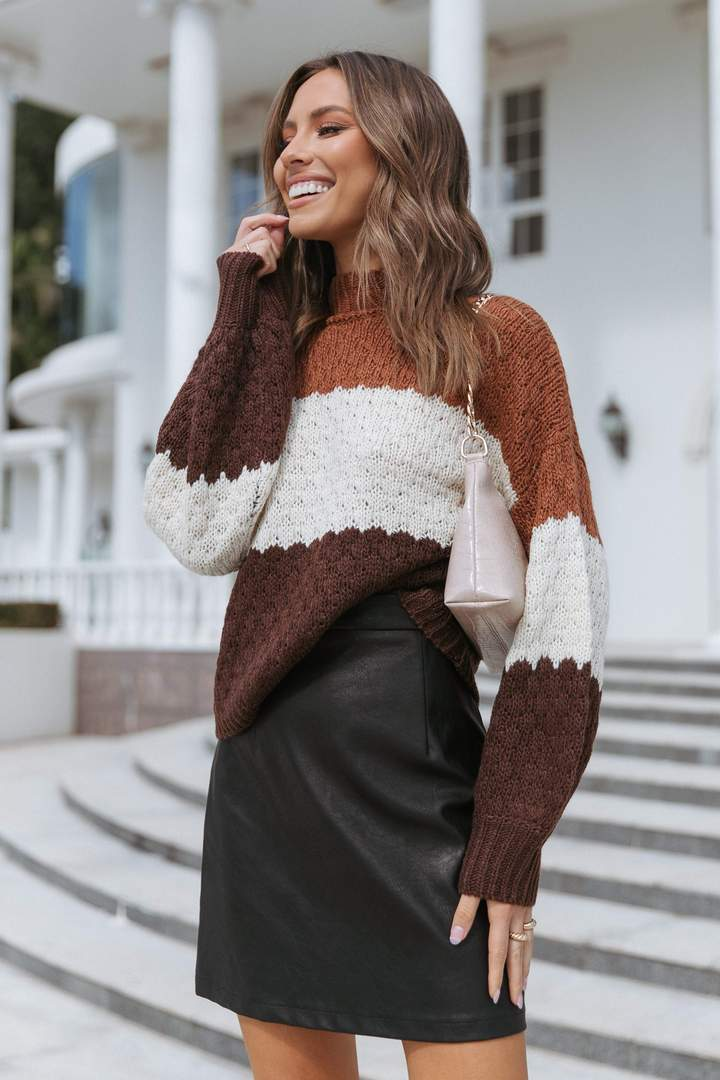 Cute brown ombre sweater for fall with black skirt