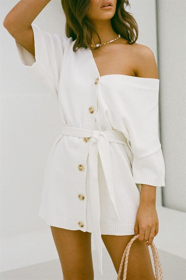 Cute white knit dress with buttons