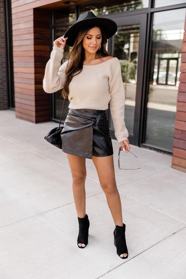 Cute casual fall outfit with black skirt