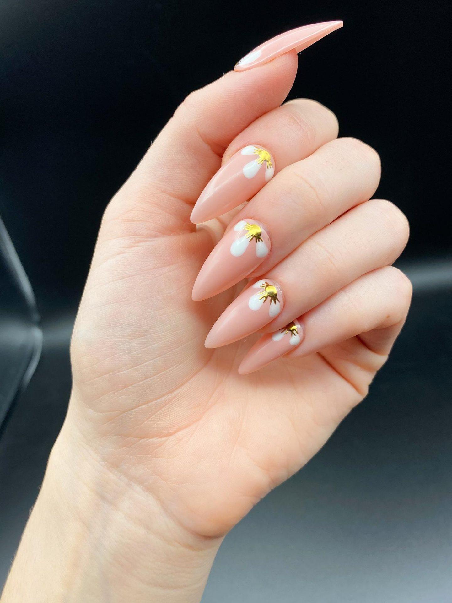 Light Pink Nails With Daisy Nail Art