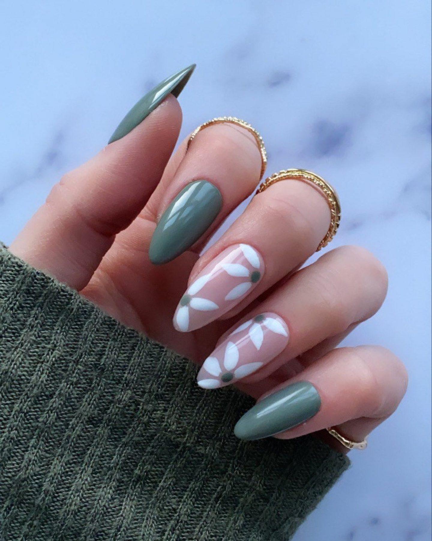 Sage Green Floral Daisy Nails