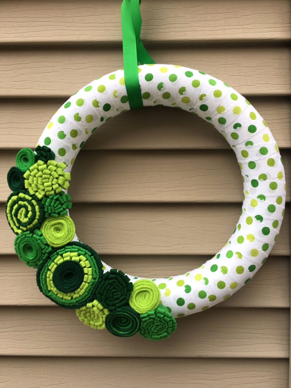 Green modern hoop wreath for spring