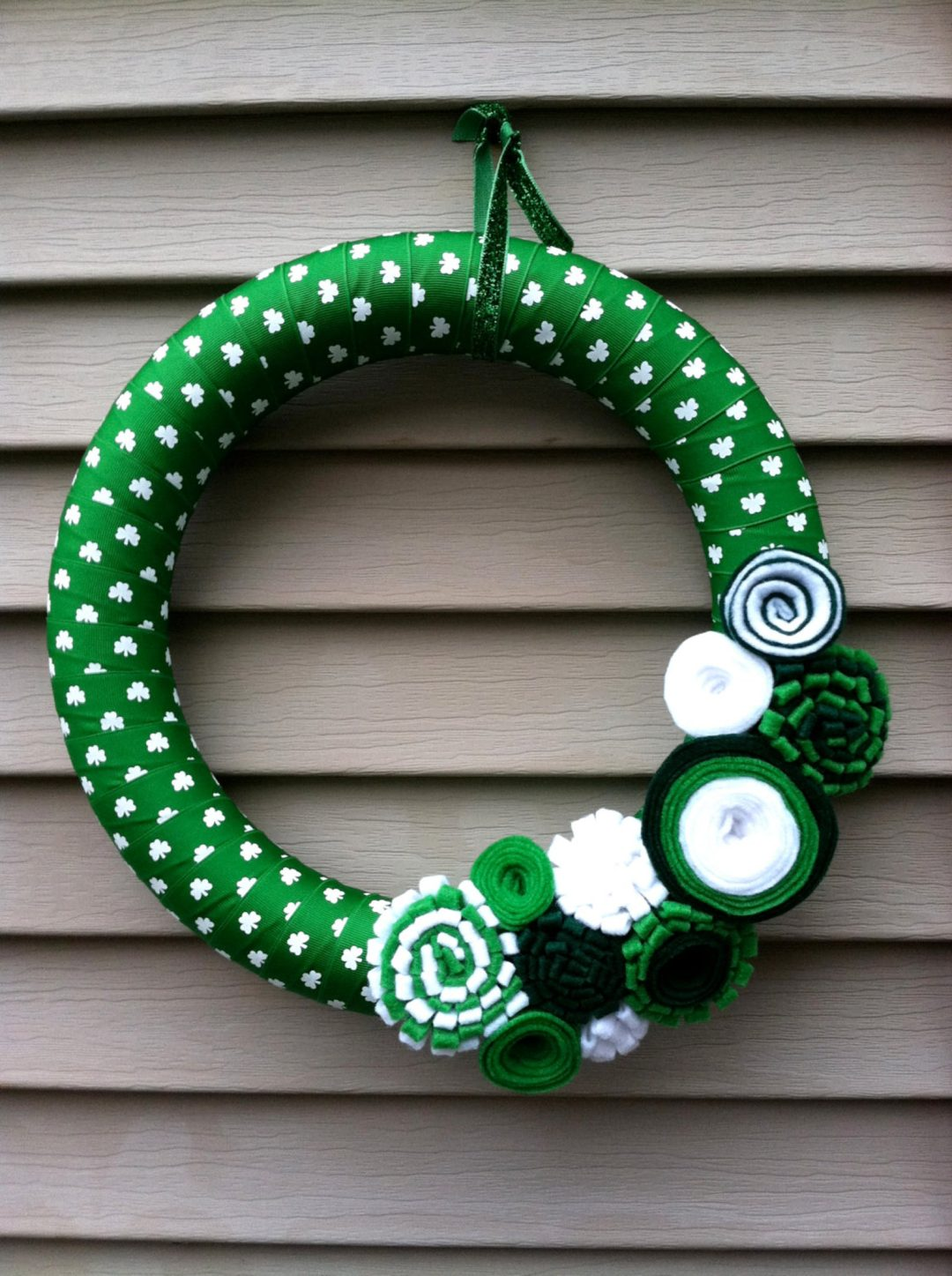 Green modern hoop St. Patrick's Day wreaths