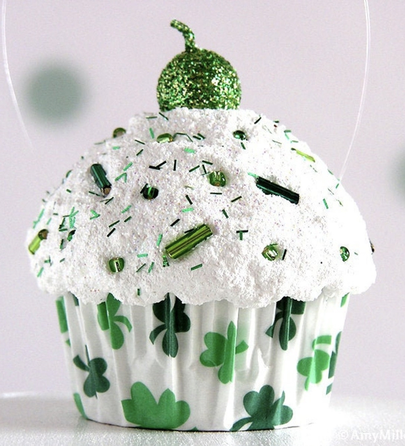 St. Patrick's Day cupcakes decor