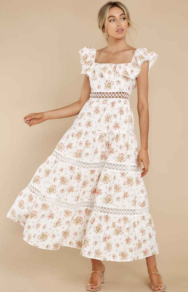 White and floral cottagecore fashion