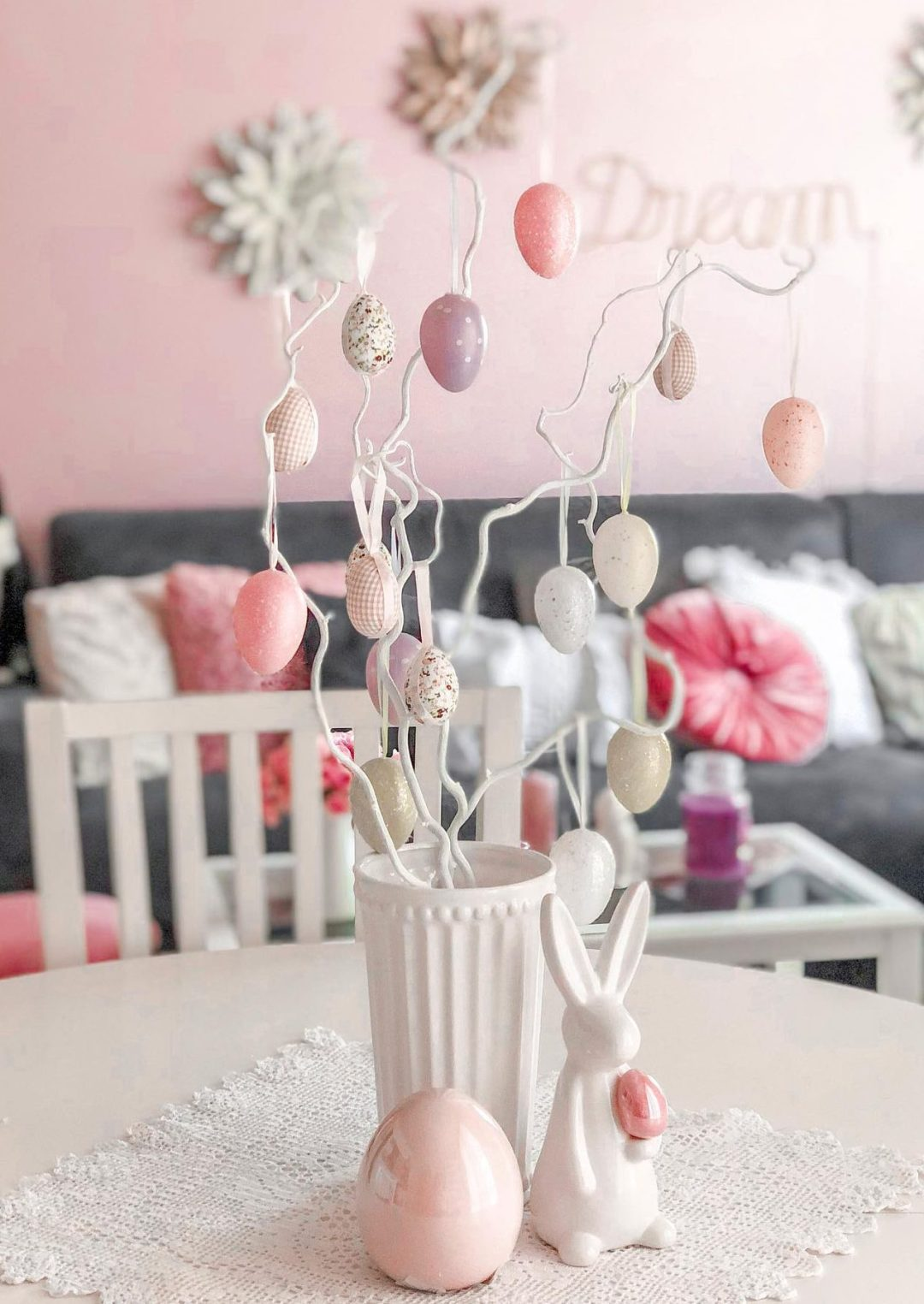 Pink Easter tree ideas with egg decorations