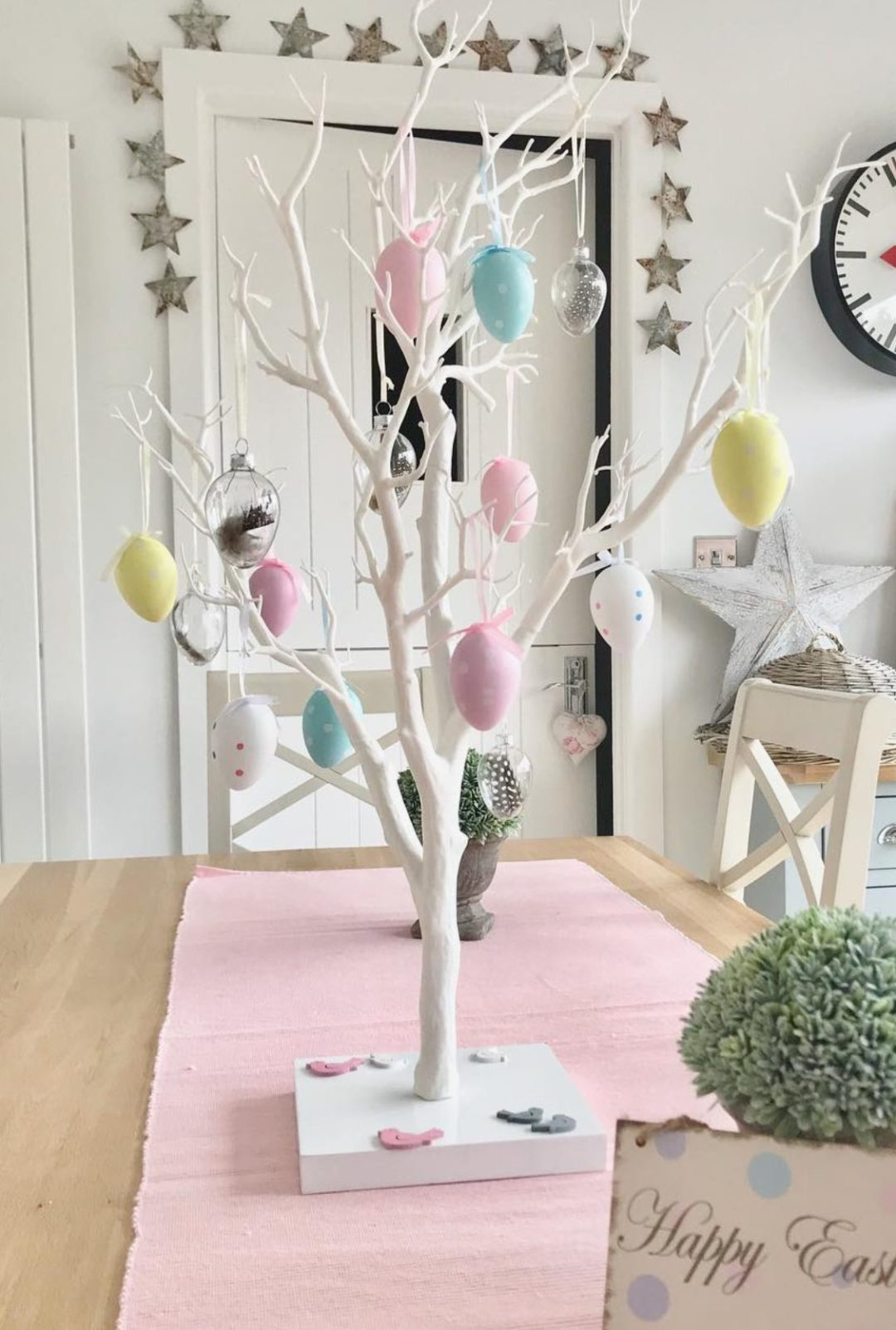 White Easter tree ideas with pastel decorations