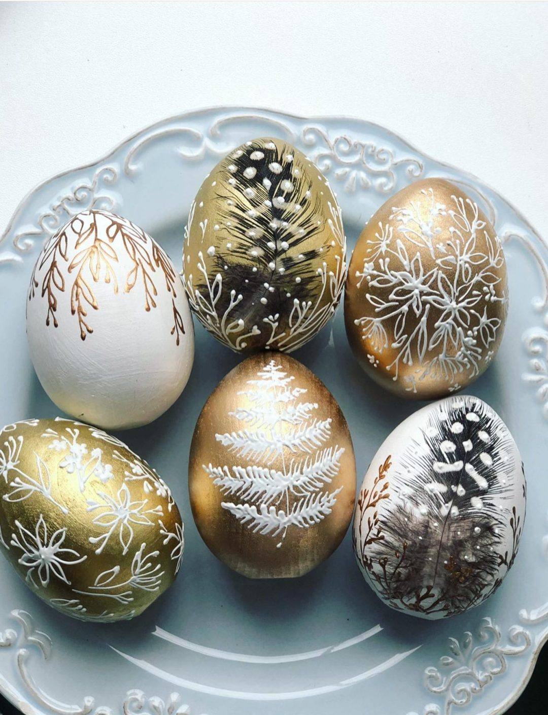 Gold Easter egg decorating ideas with paint