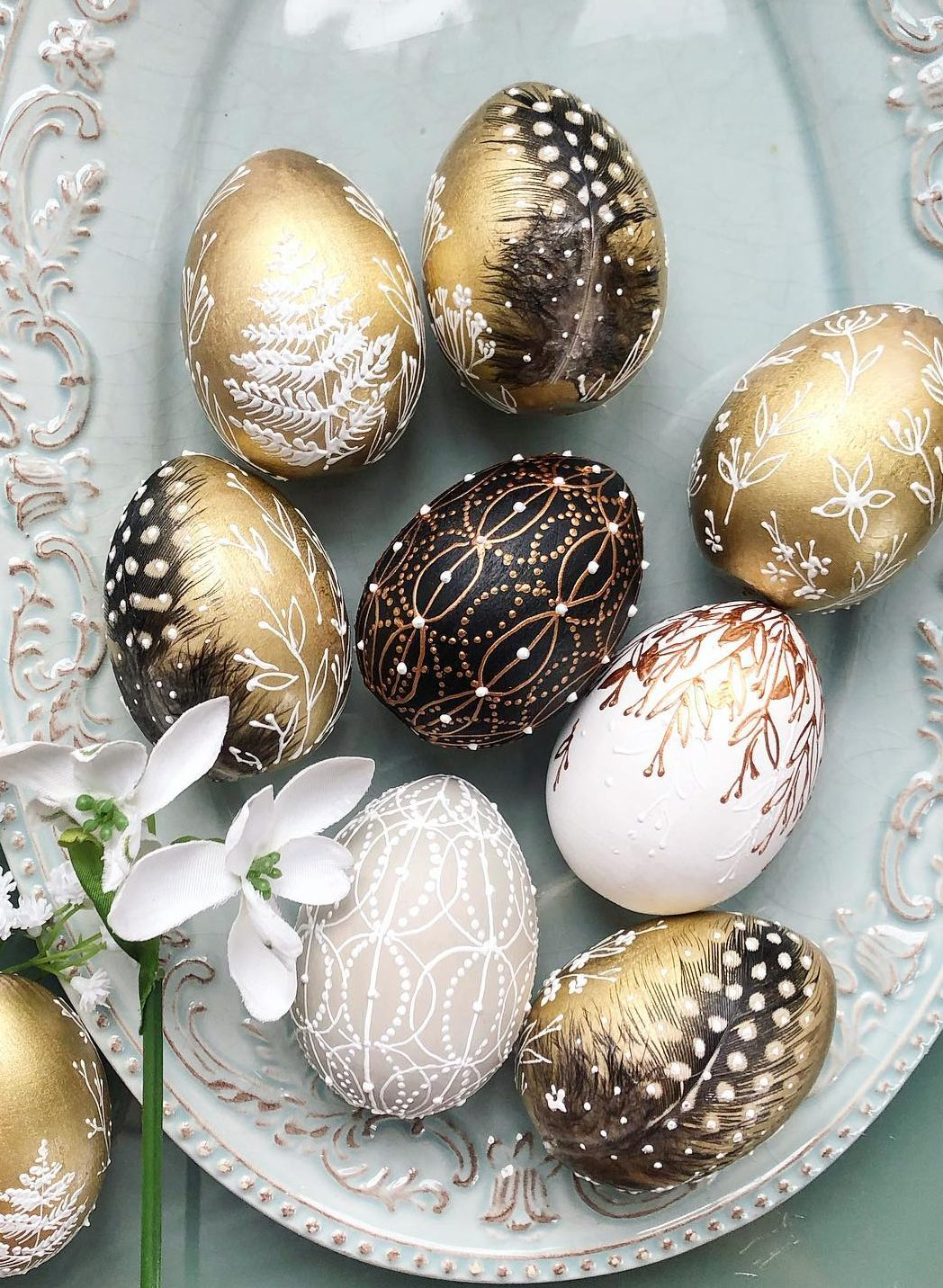 Black and gold Easter egg decorating ideas