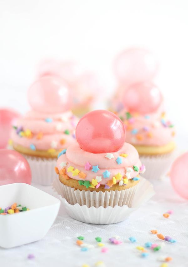 Bubble Gum Frosting Cupcakes
