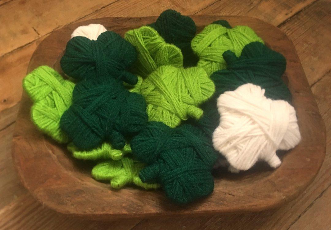 St. Patrick's Day decor ideas - shamrock yarn pieces