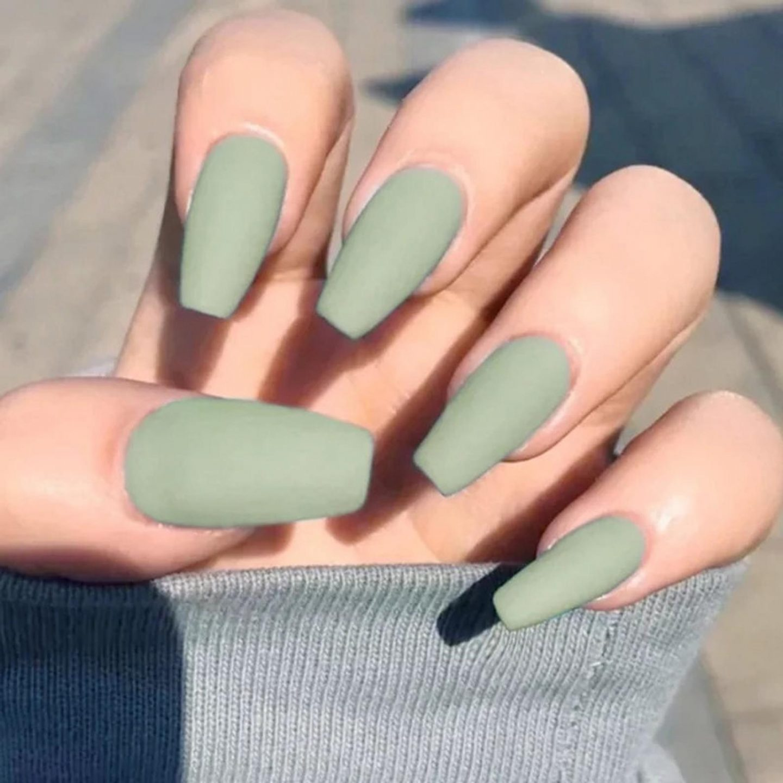 Matte sage green summer nails - cute khaki nails