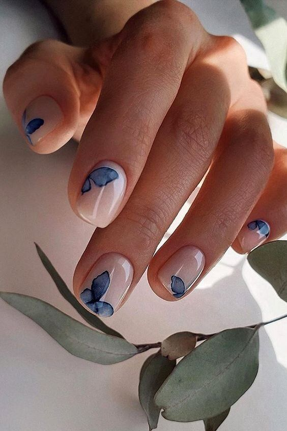 Cute short butterfly nails