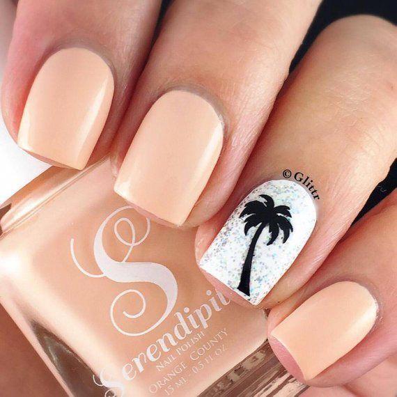 Coral summer nails with palm nail art