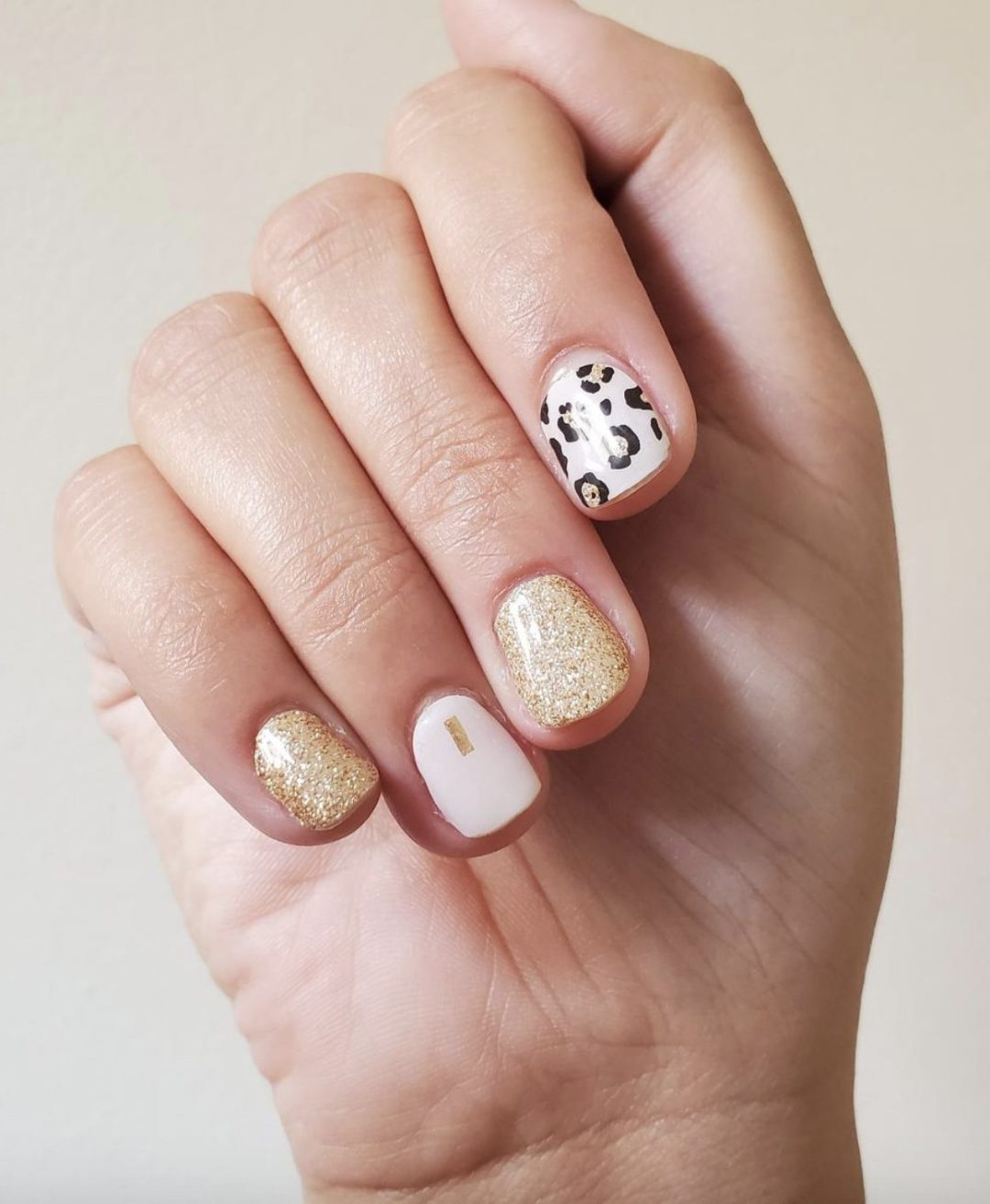 Short pink and gold leopard nail wraps