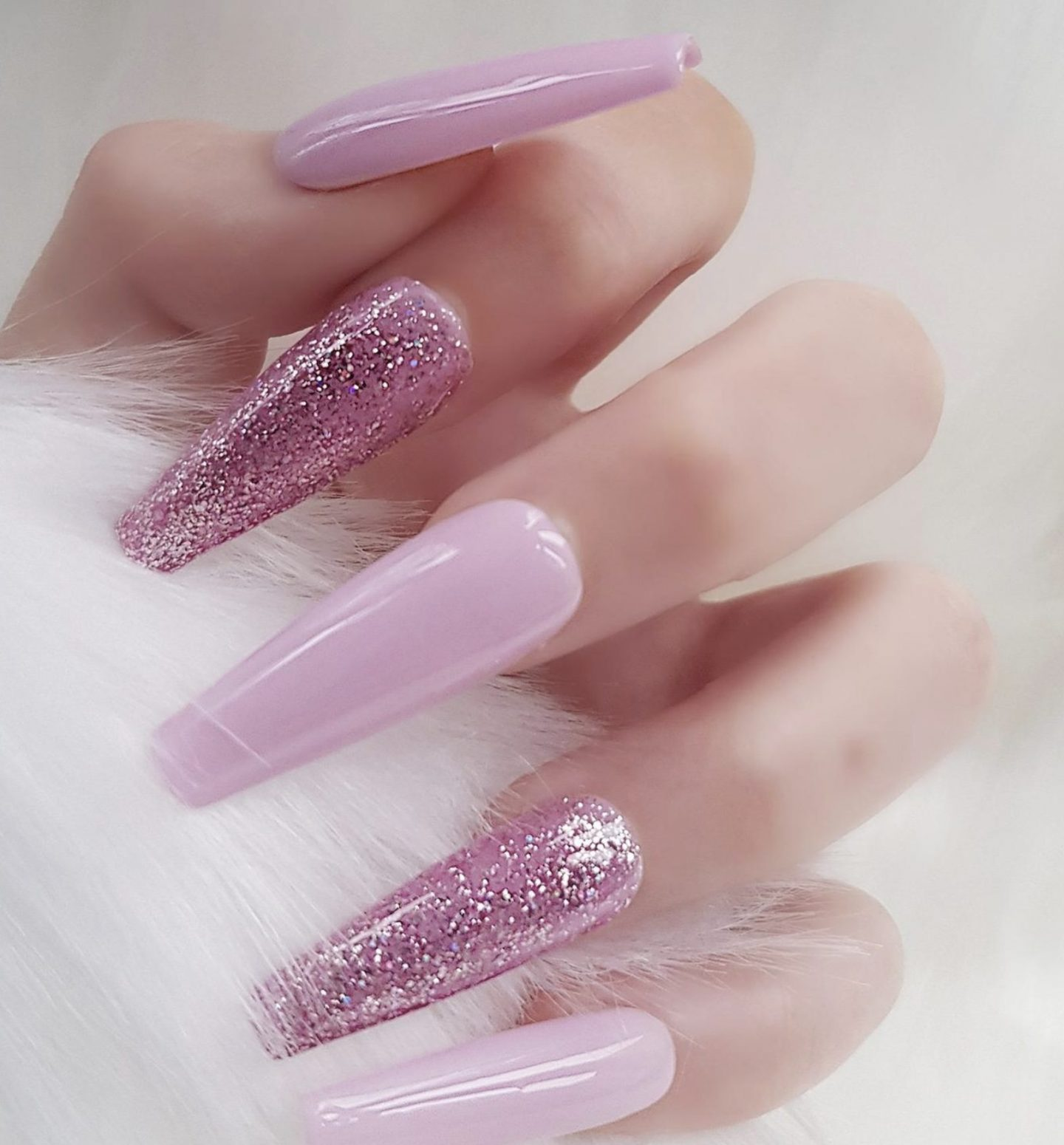 Light purple coffin nails with glitter