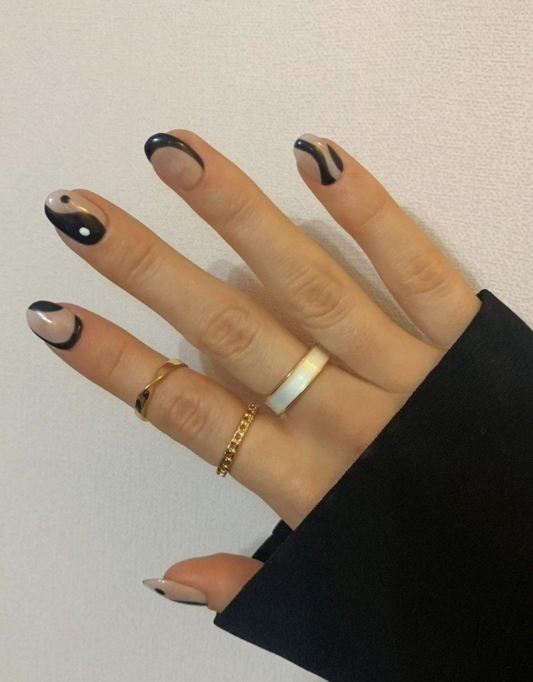 Minimalist Yin and Yang nails